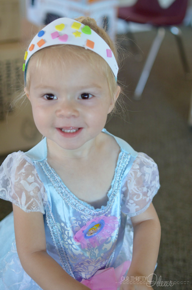 free printable crowns to decorate at the party