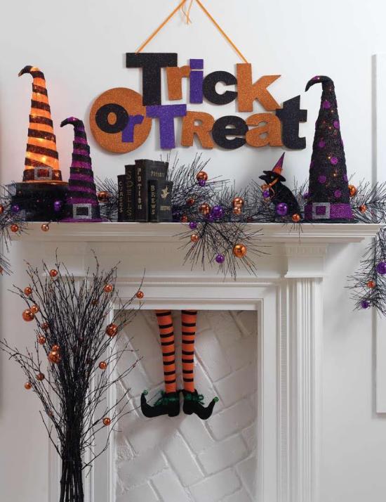RAZ Halloween Mantle