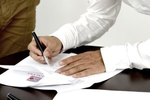 Signing Contract Contain