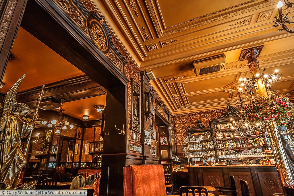 The beautiful Le Cirio. A bar/brasserie just off the Bourse in Brussels.