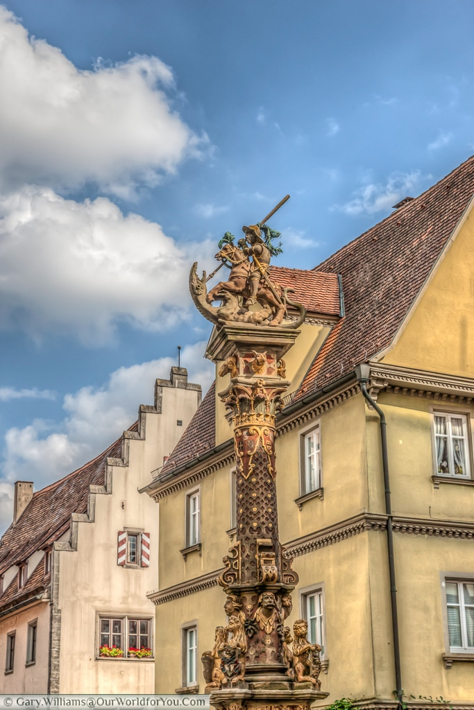 St George & the Dragon battle it out over St George's fountain, Rothenburg ob der Tauber, Bavaria, Germany