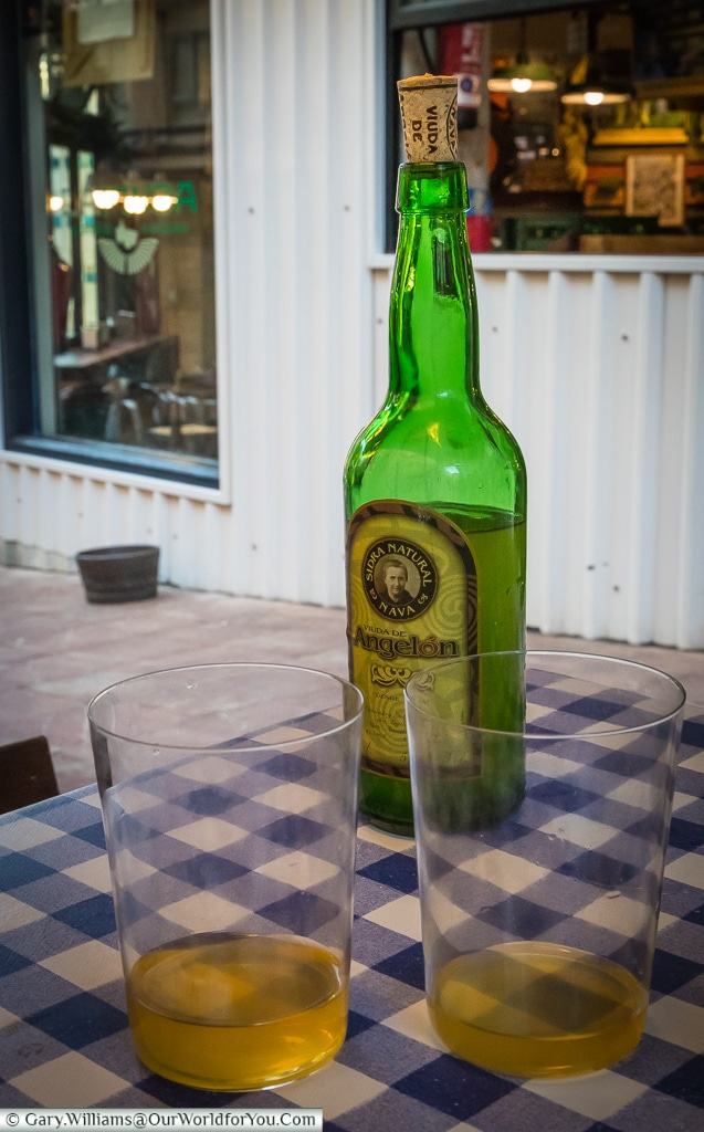 Natural cider, and the correct portion size, Oviedo, Spain
