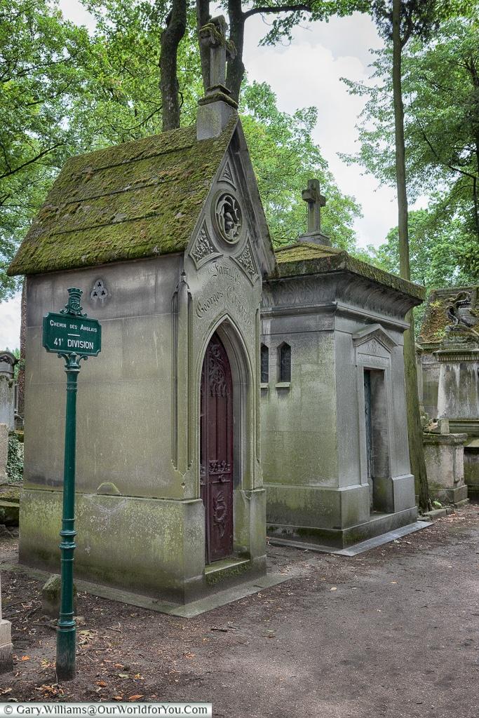 Chemin des Angalis, Père Lachaise Cemetery, Paris, France