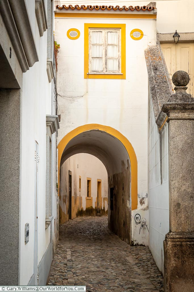 Quiet Alleyways, Évora, Portugal