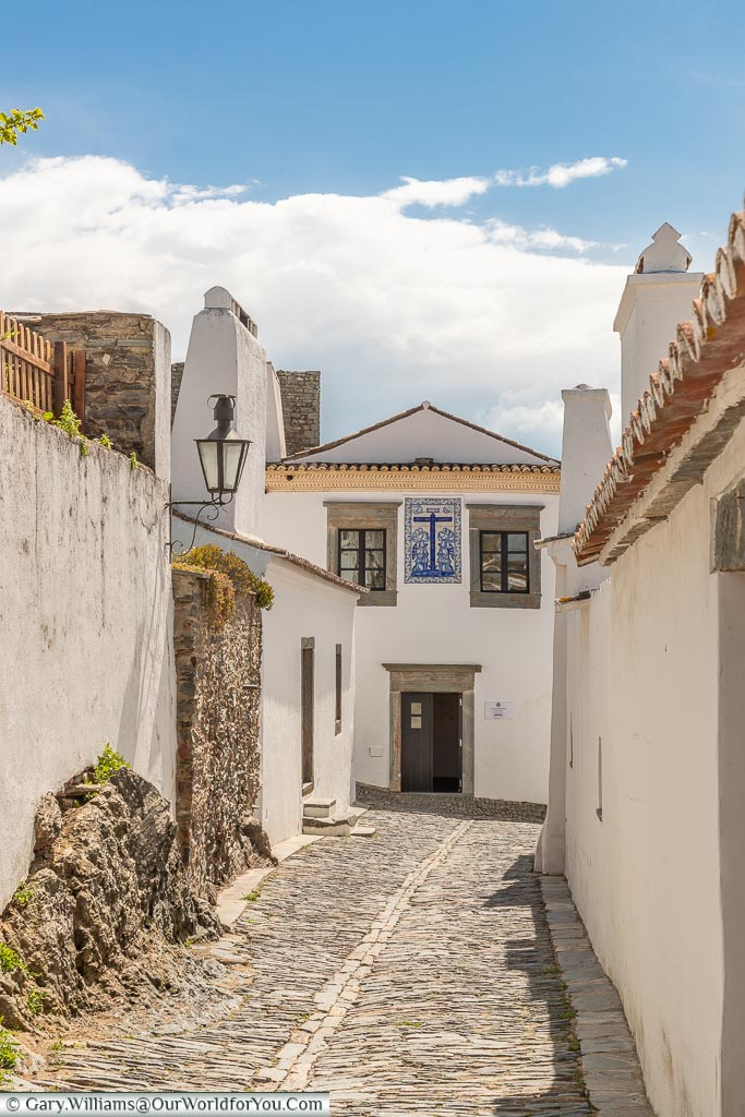 Casa at the end of lane, Monsaraz, Portugal