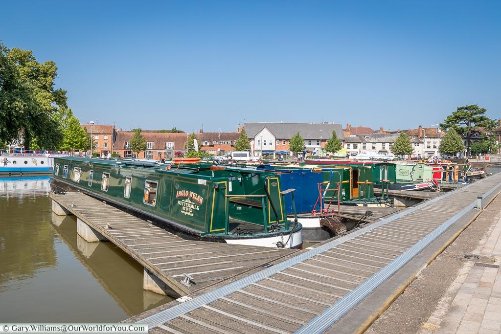 Moored canal boats, Stratford-upon-Avon, Warwickshire, England, UK