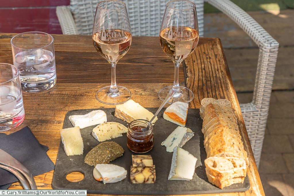 Rose & fromage, St Remy-de-Provence, France