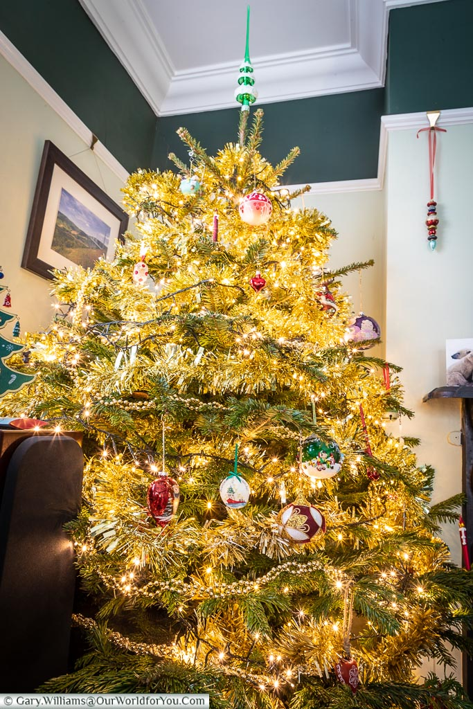 The dinning room Christmas Tree