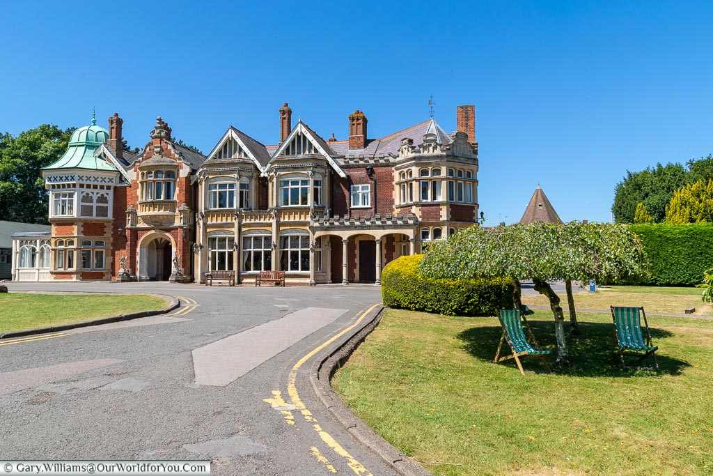 The Mansion & relax in the shade, Bletchley Park, Buckinghamshire, England, UK