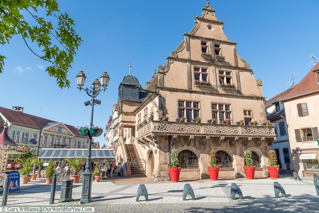 A shot of the Metzig, a 16th centruy building in the centre of Molsheim, adorned with flowers.