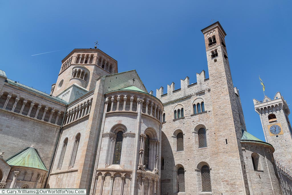 A view of the Cattedrale di San Vigilio & Palazzo Pretorio from the corner of Via Garibaldi Giuseppe.