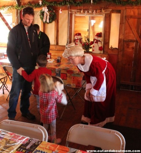 Flamig Farm_Breakfast with Santa_Out and About Mom_4967