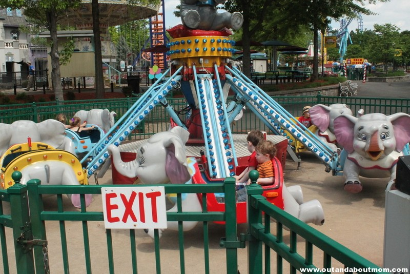 Lake Compounce_#Dinoexpedition_#lakecompounce_out and about mom_things to do with kids in connecticut (173)