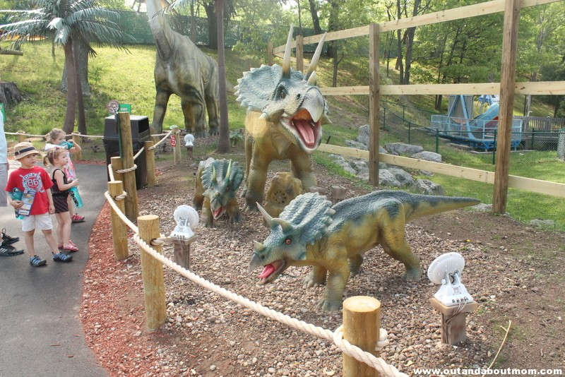 Lake Compounce_#Dinoexpedition_#lakecompounce_out and about mom_things to do with kids in connecticut (19)