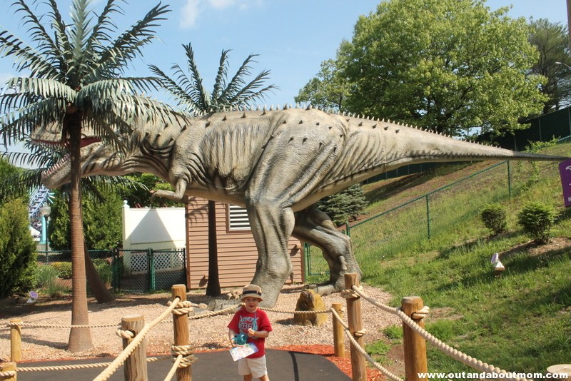 Lake Compounce_#Dinoexpedition_#lakecompounce_out and about mom_things to do with kids in connecticut (42)