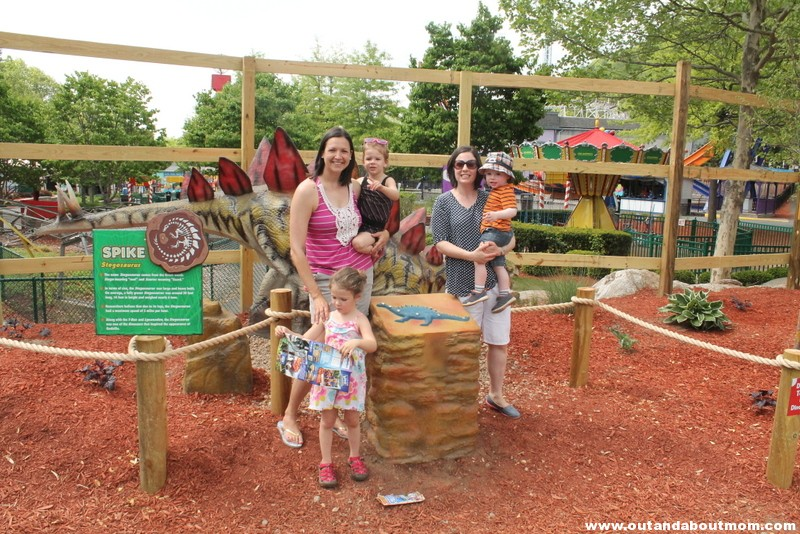 Lake Compounce_#Dinoexpedition_#lakecompounce_out and about mom_things to do with kids in connecticut (87)