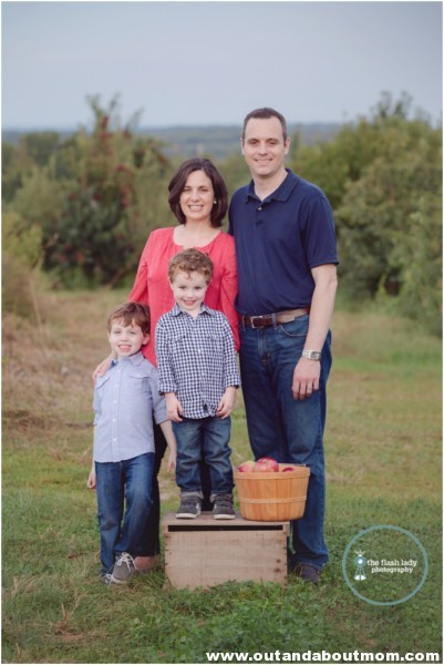 gale-family-fall-apple-picking-web_0031