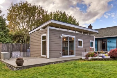 Laneway House - Modern-Shed Guesthouse Prefab Shed