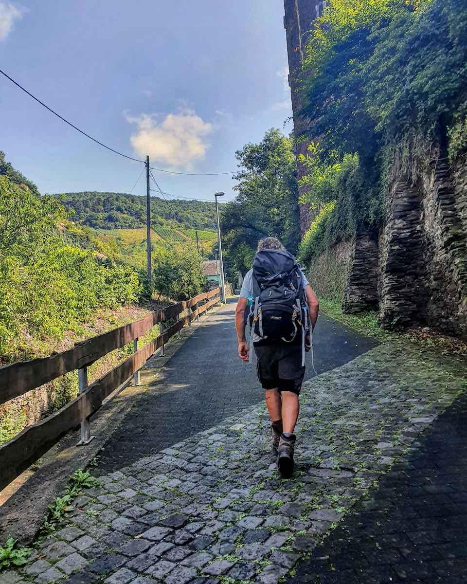 Op naar de volgende uitdaging: het Steilpfad. Foto: Herman van Alfen