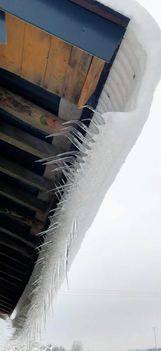 IJspegels met sneeuw