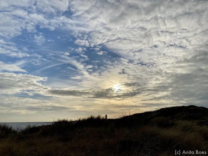 Elke moment van de (bewolkte) dag een schitterend schouwspel in de lucht.