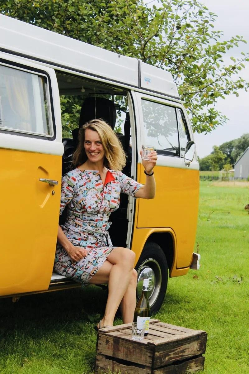 Proost, inclusief campertjesjurk! Foto: Pauline van der Waal