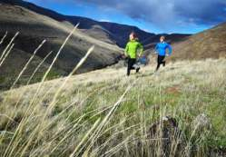 women trail running