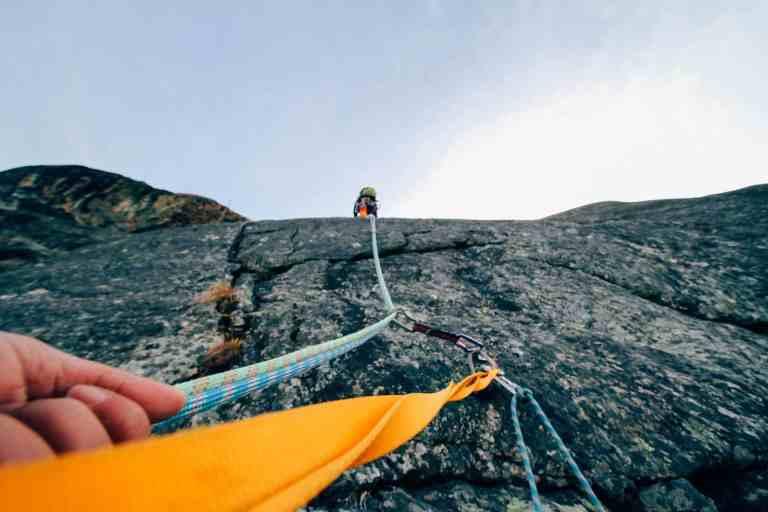 Bandschlinge beim Klettern
