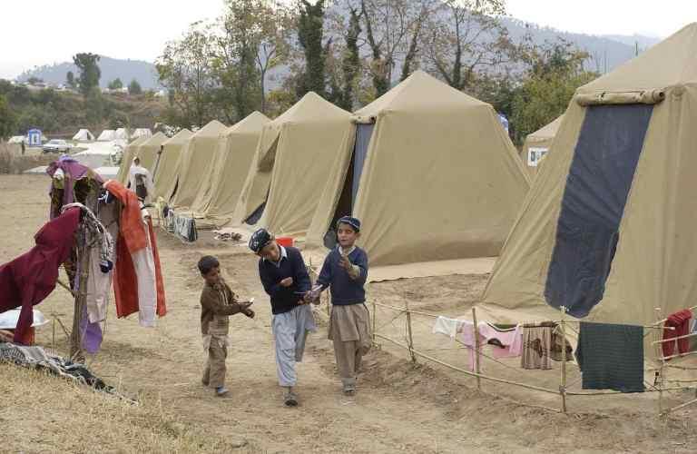Hohe Zelte in einem Flüchtlingslager