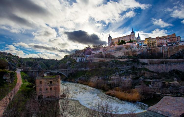 Tolede - The Alcazar looms above the Puente de Alcatara