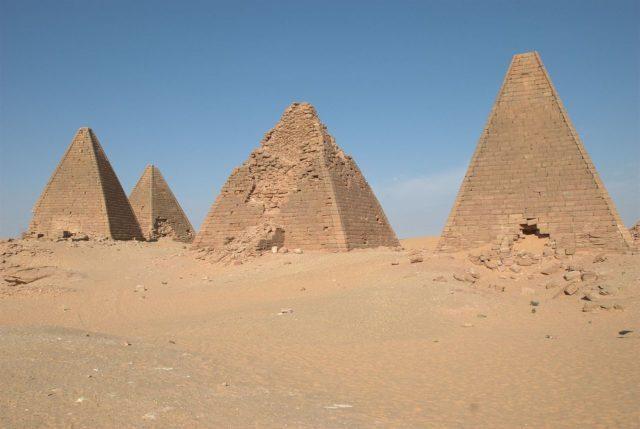 1474885136-5063-l-Sudan.-North-group-640x429