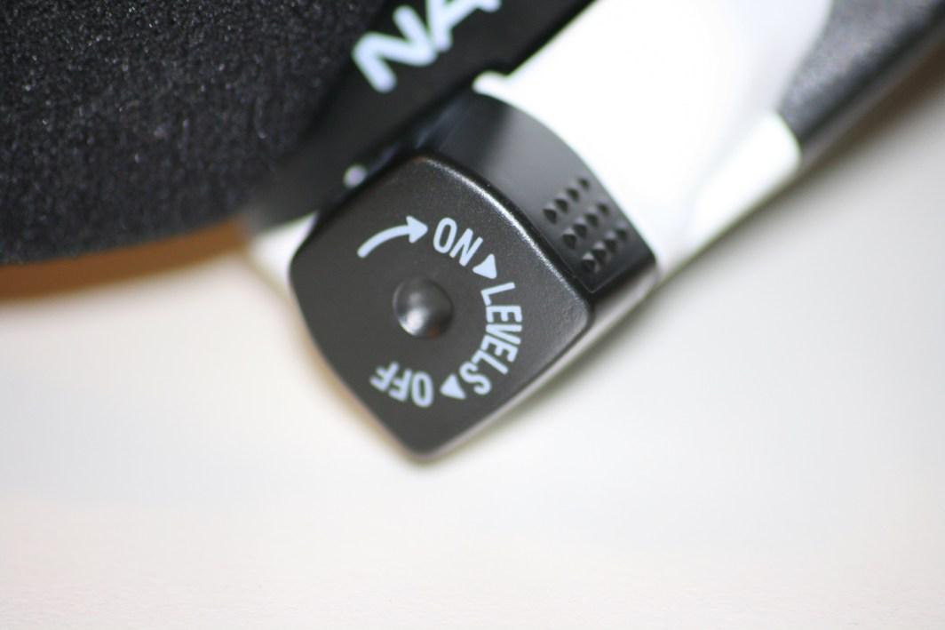 Schalter der Petzl Nao Stirnlampe