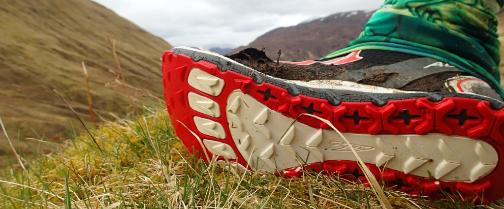 Thick midsole and a shank for good foot protection in trail shoes