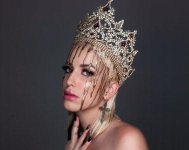 Crown-female-music
