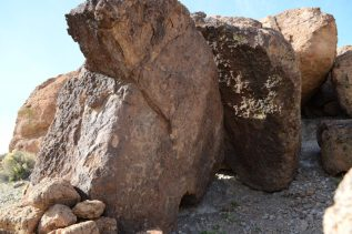 Hole-in-the-wall Petroglyphys