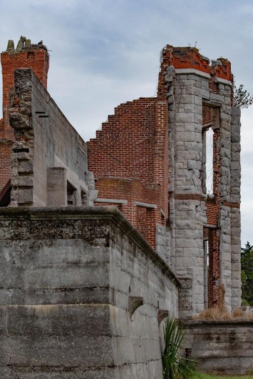 Dungeness Ruins hosts osprey nest