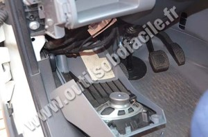 OBD2 connector location in Iveco Daily (2009  2013)  Outils OBD Facile
