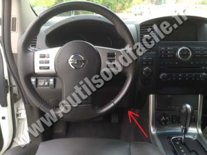 OBD2 connector location in Nissan NavaraFrontier D40 (2004  2010)  Outils OBD Facile