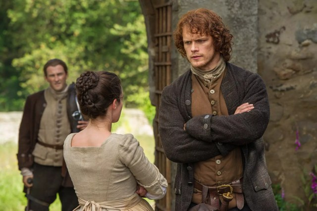 Steven Cree (Ian Murray), Laura Donnelly (Jenny Fraser Murray), and Sam Heughan (Jamie Fraser)