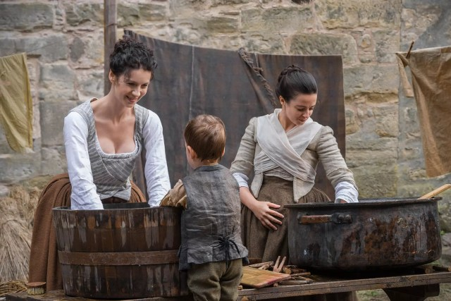 Caitriona Balfe (Claire Randall Fraser) and Laura Donnelly (Jenny Fraser Murray)
