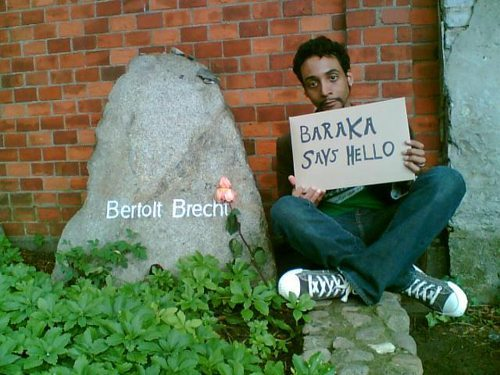 The author at Brecht's grave, thinking of Baraka… [photo by Nina Fleck, © 2006]