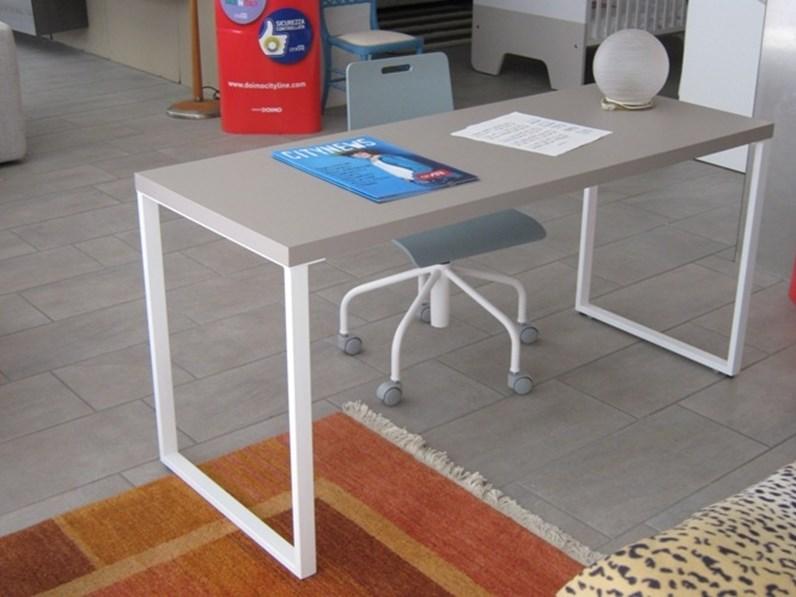 La scrivania bianca è un must per la cameretta dei ragazzi. Scrittoio Di Doimo Cityline A Prezzo Ribassato 50