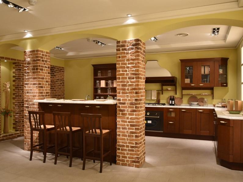 Scegliere i colori delle pareti non è affato semplice, e questo vale per ogni stanza della casa. Cucina Casale Classica Noce Ad Isola Berloni Cucine