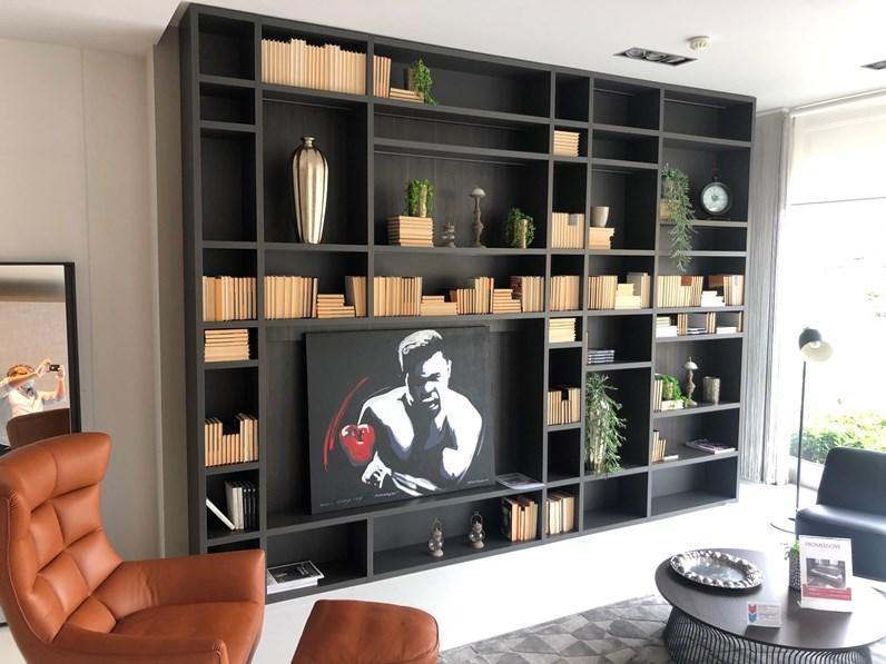 Quando parliamo di pareti attrezzate moderne ci riferiamo ad una composizione di mobili soggiorno dalla piacevole impronta contemporanea, progettata a schema fisso o personalizzato, e adatta ad arredare in tutto e per tutto una parete. Parete Attrezzata Scavolini Fluida Sconto Imperdibile