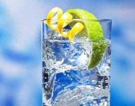 trucos para adelgazar comiendo fuera bebe agua con gas