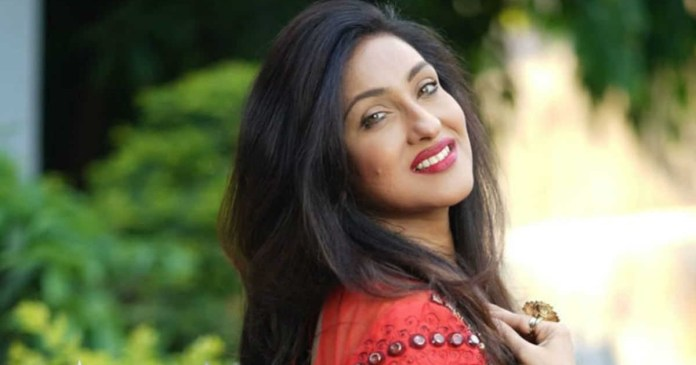 Rituparna injures wrist while cycling