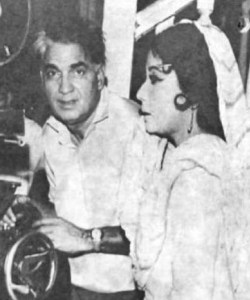 meena with husband amirohi shooting monent