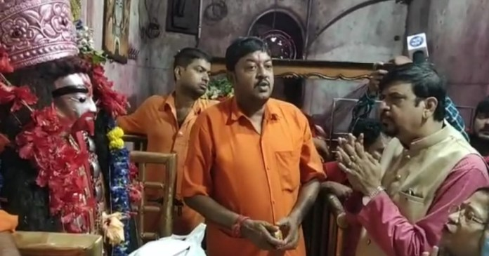 Sujit Basu pray obeisance against Mamata Banerjee at Tarapith temple