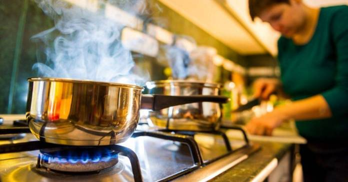 Follow these tips to save cooking gas easily