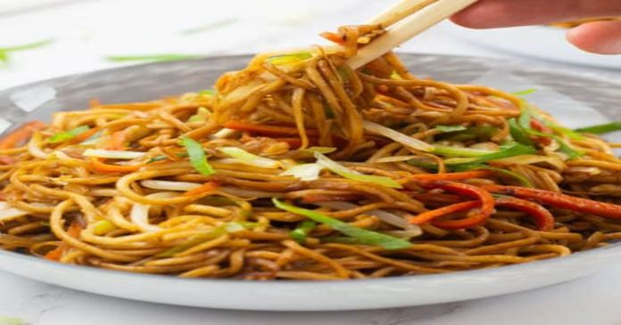 Food stall owner in China adds poppy husk powder in chowmein